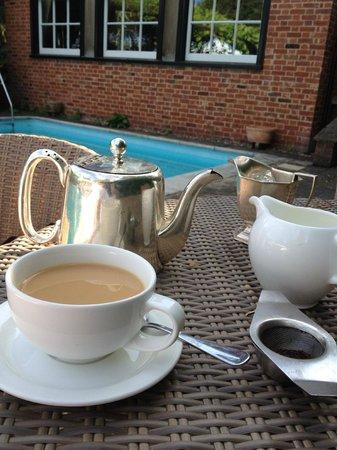 Ravenwood Hall Country Hotel: Poolside Tea