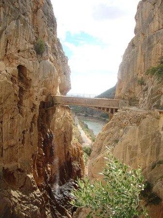 El Caminito del Rey: Brug na enkele honderden meters
