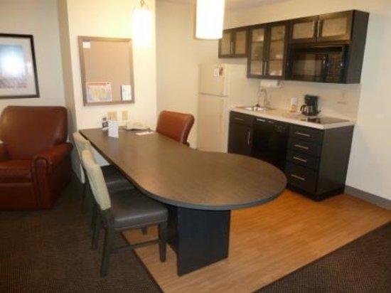 Candlewood Suites Chicago Libertyville: One Bedroom Suite Kitchen