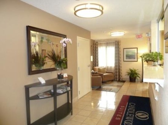 Candlewood Suites Chicago Libertyville : Lobby/Reception area
