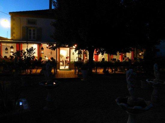 Côté Jardin : terrasse la nuit