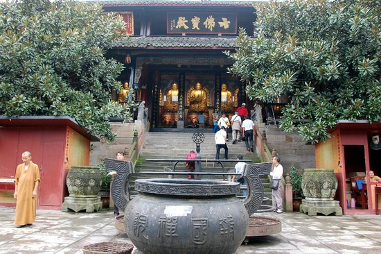 Baoguo Temple: Stairway to the Temple