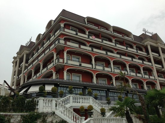 Hotel Splendid: Hotel - view from the beach