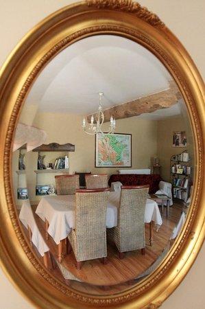 Demeure de l'Isle: La salle à travers le miroir
