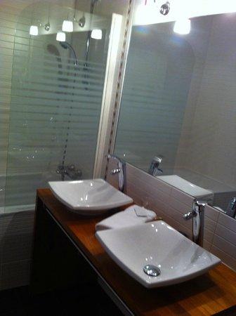 Hotel Bristol : Salle de bains double vasque