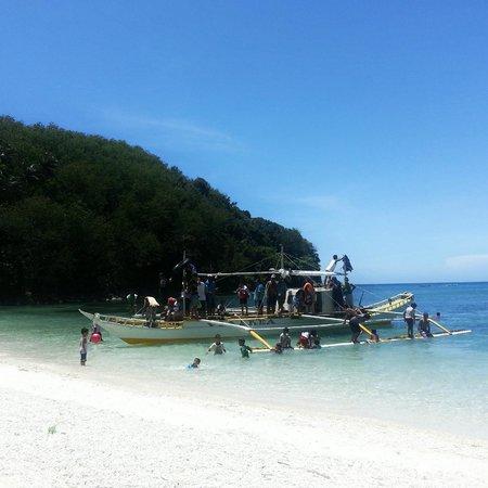 Tambaron Green Beach Resort: A big group of guests