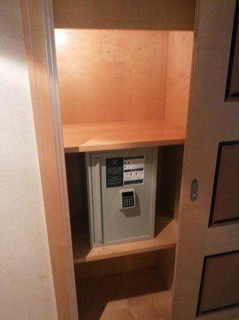 Jeddah Hilton : Closet Safe