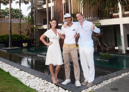 Anantara Seminyak Bali Resort: Look for this guy at the pool! Call him 'goose' if he's younger than you! HE WAS AWESOME!