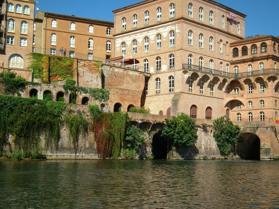 Mercure Albi Bastides : Hotel seen from the river Tarn