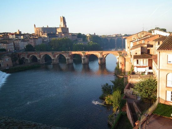 Mercure Albi Bastides : View across River Tarn to the Cathedral