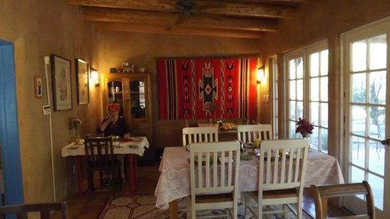 Casa Escondida Bed & Breakfast : The Dining room.