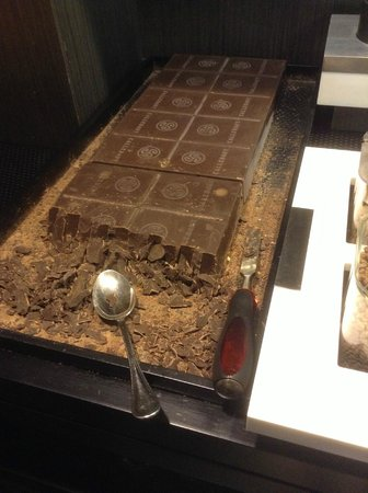 Hotel Ancora: Block of chocolate(for direct consumption or with yogurt) at breakfast