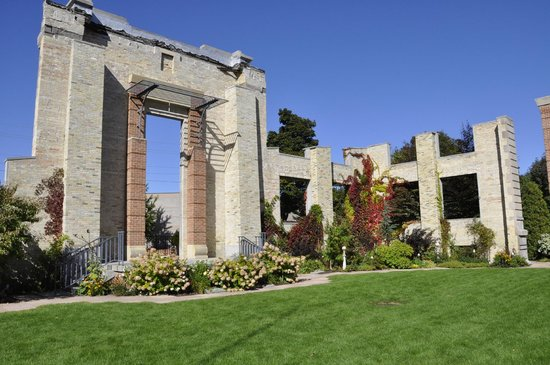 John Michael Kohler Arts Center: Fall in the garden