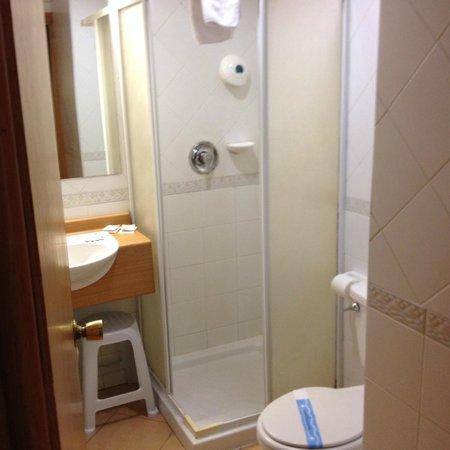 Hotel Kennedy Nova: Bathroom