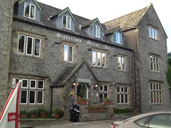 Stonecross Manor Hotel: Picturess Building, wonderful facilities.