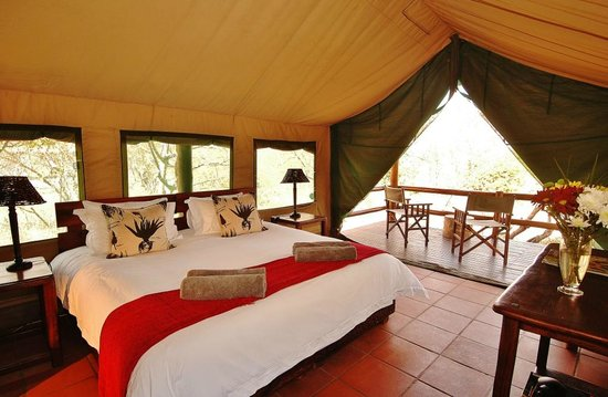 Sausage Tree Safari Camp: Inside of Safari Tent