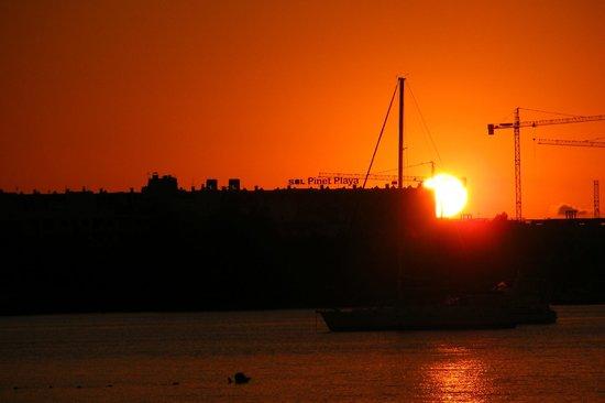 Ses Savines Hotel: Sunset from the promenade