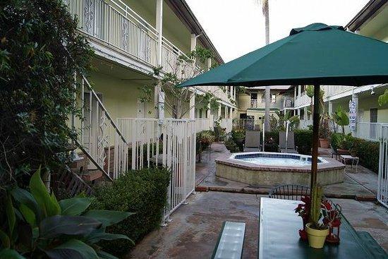 Coral Sands Motel: 中庭からの眺め