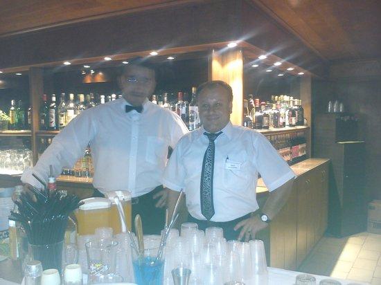 Hersonissos Hotel: great barstaff