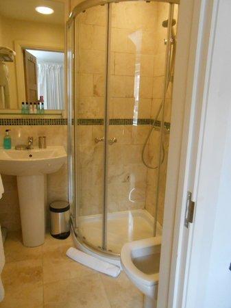 Ethos Hotel: The bathroom