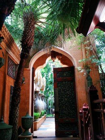 Sawasdee Village: walking around the grounds of the hotel