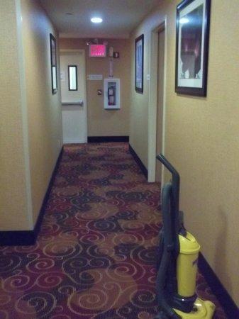 Days Inn Long Island City: Corredor para os quartos