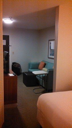 SpringHill Suites Rochester Mayo Clinic Area/Saint Marys: lounge area of room