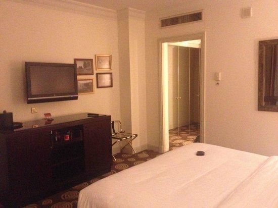 Sheraton Amman Al Nabil Hotel : Escritorio