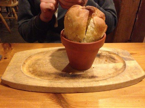 Blacksmiths Arms: Garlic bread starter