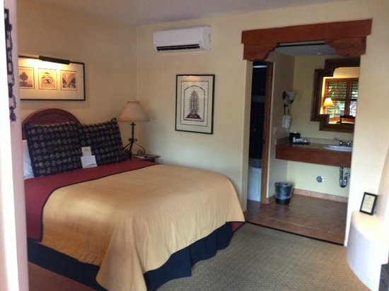Old Santa Fe Inn: Sleeping Area / bed