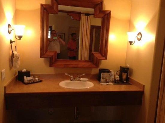 Old Santa Fe Inn: Sleeping Area / vanity
