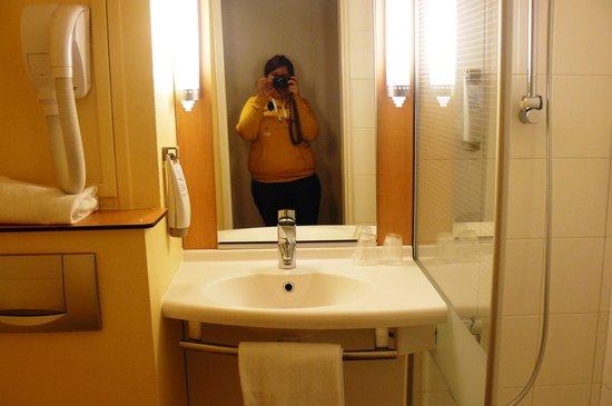 Ibis Paris La Defense Centre: Salle de bain (chambre 224)