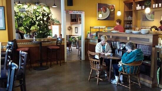 Singer Hill Cafe: More seating in adjacent room.