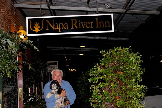 Napa River Inn at the Historic Napa Mill : Outside front Lobby