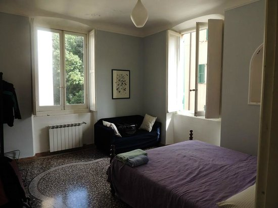 Camillo B&B: Large Bright Bedroom