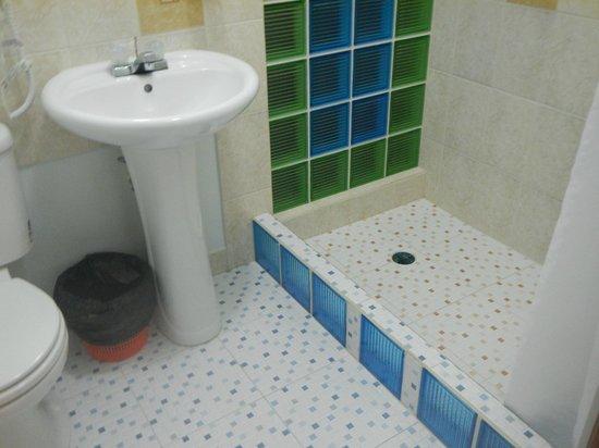 Rumors Hotel: Great showers!