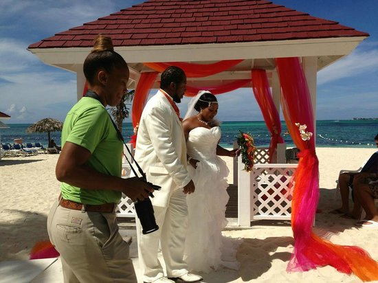 Breezes Resort Spa Bahamas Wedding Gazebo 24th Aug 2017