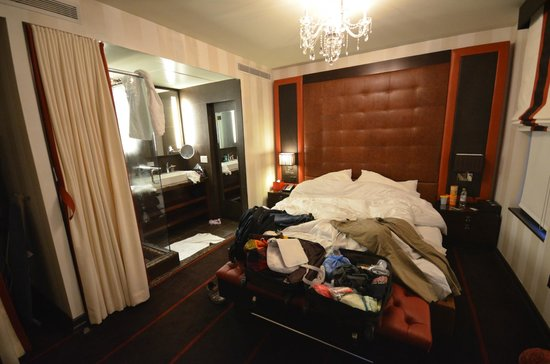 Sanctuary Hotel New York : Deluxe King - This is how it really looks (10mm lense)