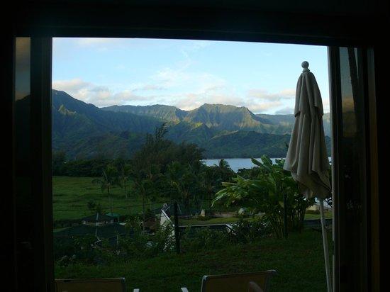 St. Regis Princeville Resort: View through the sliding doors