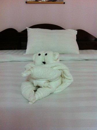 Cam Chau Homestay: Cute towels!