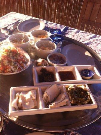 Boker Valley Vineyards Farm: Breakfast on the patio