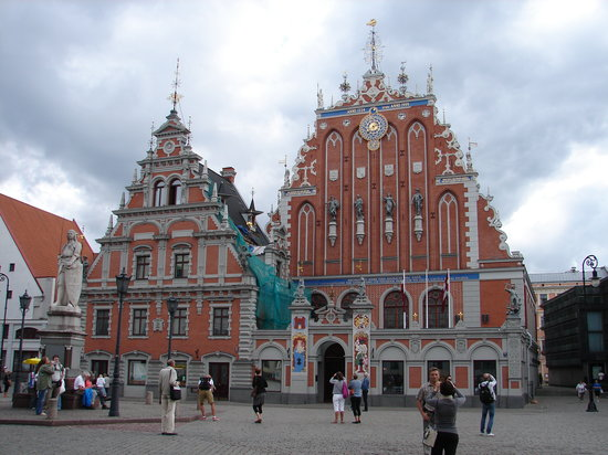 Riga Town Hall Square: House of Blackheads
