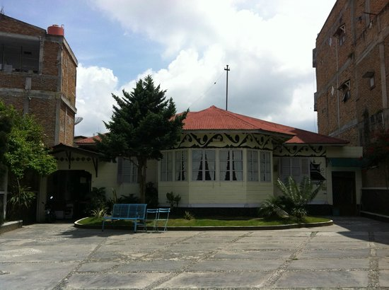 Wisma Sibayak Guest House: Wisma Sibayak Guesthouse exterior