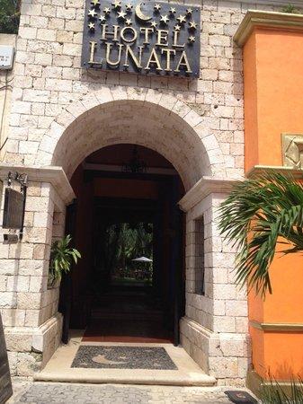 Entrada Hotel Lunata