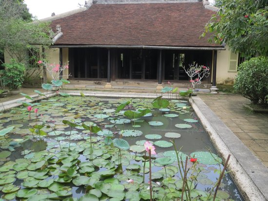 Hue's Garden Houses : Reflecting pool & main house