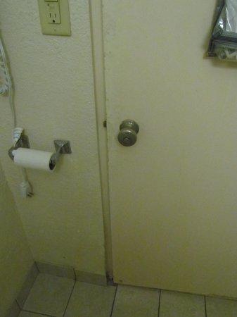 Lexington Hotel - Miami Beach: puerta baño