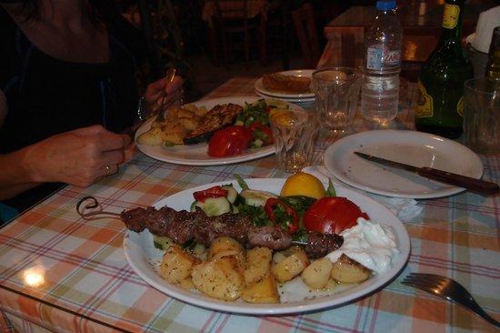 Apanemo: Lecker Schwertfisch sowie Souvlaki-Lamm
