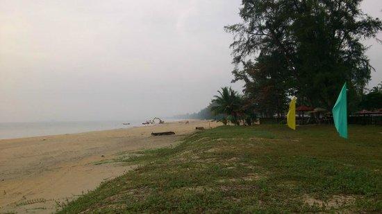 Holiday Villa Beach Resort & Spa Cherating: Clean beach.