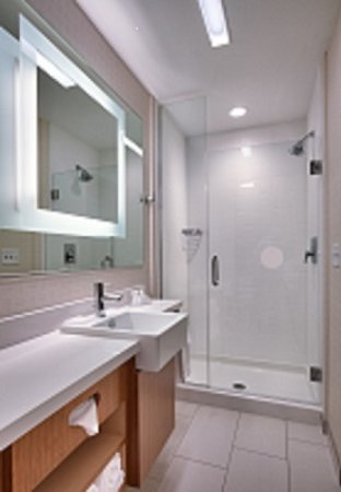 SpringHill Suites Coeur d'Alene: SpringHill Bathroom