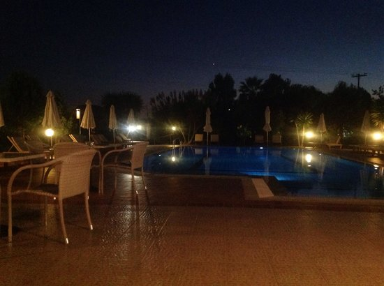 Sunset Hotel & Apartments : Pool at night